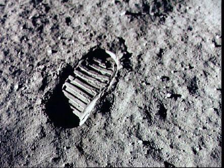 Do que é feito o solo lunar?